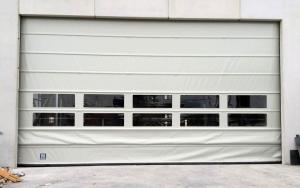 Instalación de puertas rápidas apilables en la planta de tratamiento de residuos de Ulea