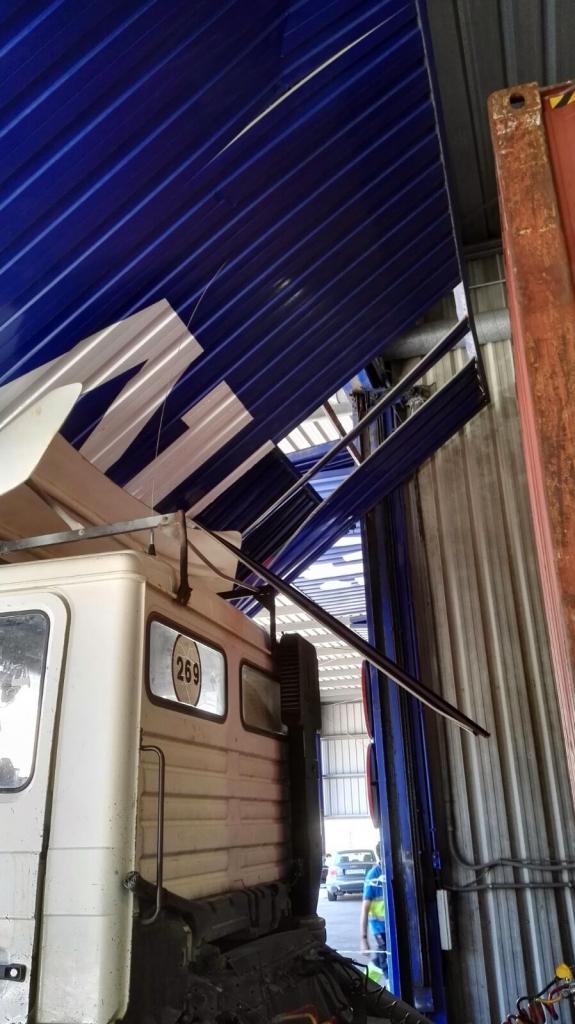 Mantenimiento de puertas - Mantenimiento correctivo - Camion empotrado en puerta - Norpa