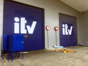 Instalación de puertas automáticas para la ITV de Sanlúcar la Mayor