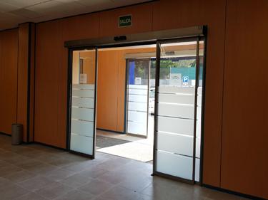 Puertas correderas de cristal en Sevilla - ITV Sanlúcar la Mayor - Norpa