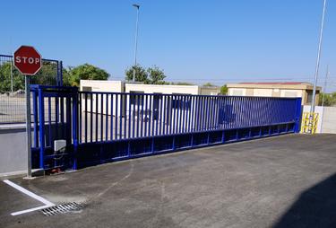 Puertas correderas metálicas en Sevilla - ITV Sanlúcar la Mayor - Norpa